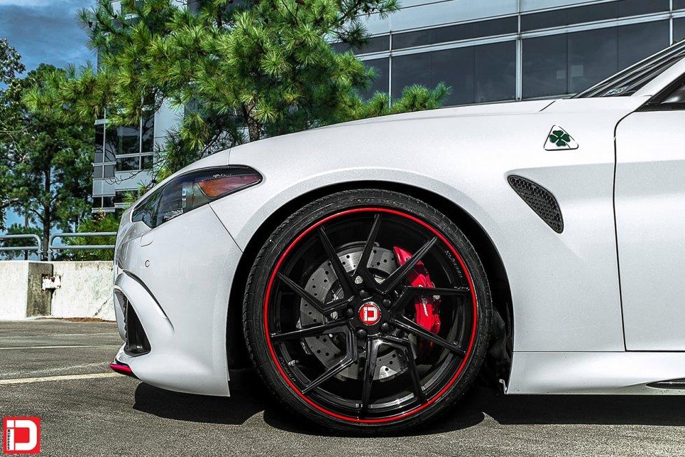 white alfa romeo giulia quadrifoglio klassen klassenid wheels rims custom forged monoblock concave gloss black red pinstripe italian sports sedan 20in 20inch